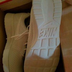 Nike Tanjun all whites Men's size 15